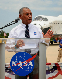 Charles Bolden speaks at STS 135 wheels stop event