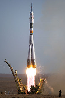 Soyuz TMA 9 launch 1