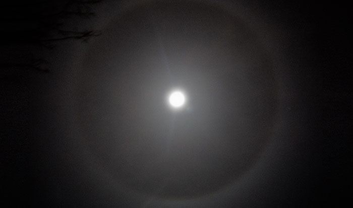 22 degree lunar halo